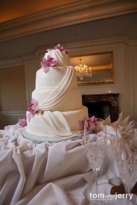Wedding Cake Tom and Jerry Kansas City Wedding Photography