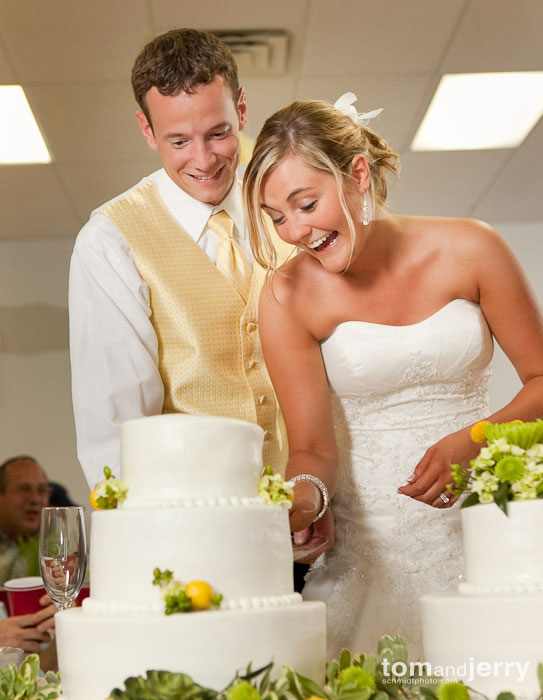 Tom and Jerry Wedding Photography, Cutting the Wedding Cake